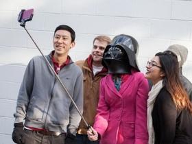 原力覺醒!星戰雷射光劍造型 Selfie Stick 登場