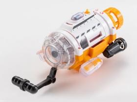 潛水艇玩具享受水底攝影樂趣
