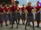 跟住起機!甜美華航空姐跳飛機舞