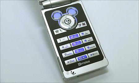 米奇常伴你左右! 迪士尼手機 Dmobo M900