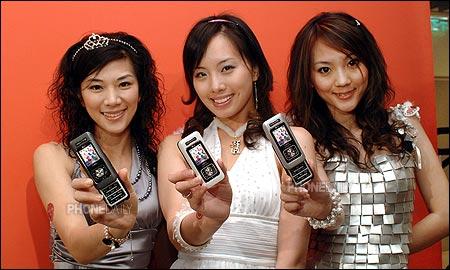 音樂手機窈窕版 LG M6100  「滑」順動人